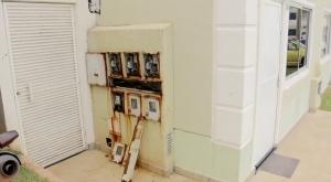 Moradores estão preocupados com caixas de energia enferrujadas